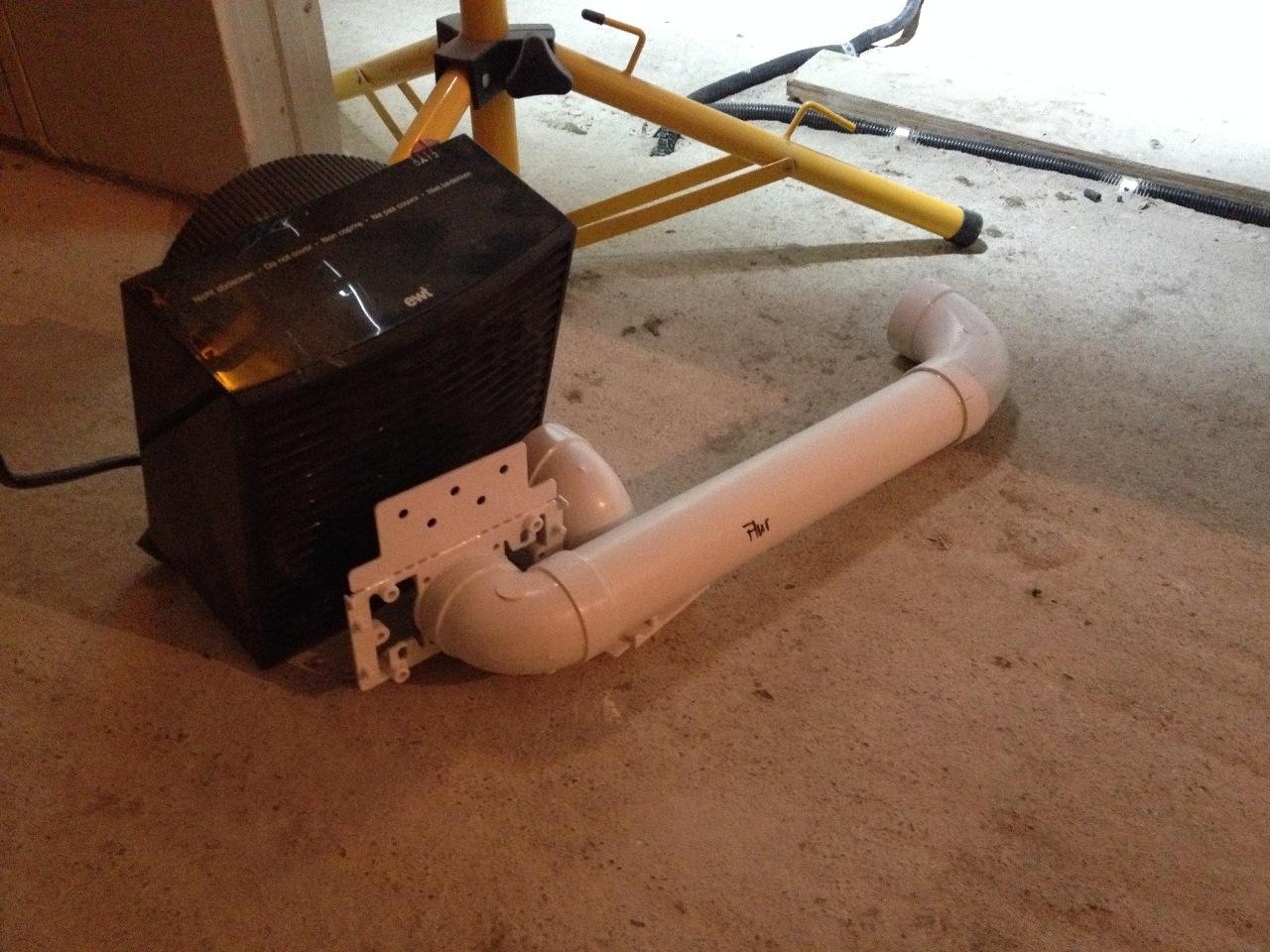 Noch ist es ziemlich kalt im Bau, deswegen trockne ich die Saugdosen lieber mit unserem Universal-Lüfter...