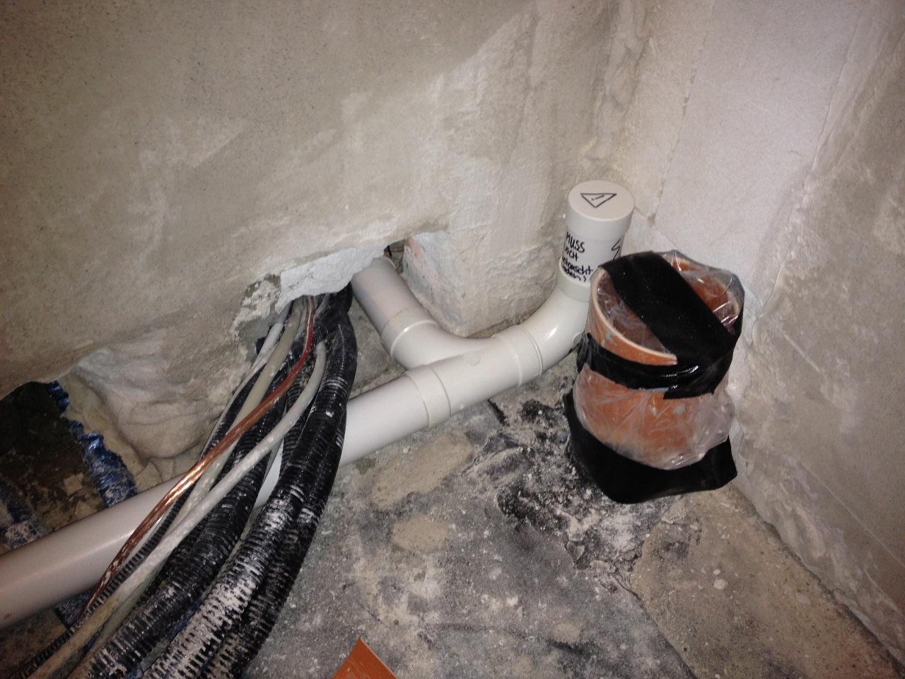 Nachdem der Fehler aufgefallen war, habe ich auch den Flur an das Rohrsystem angschlossen... :-)