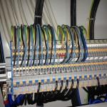 Die ersten Kabel sind aufgelegt